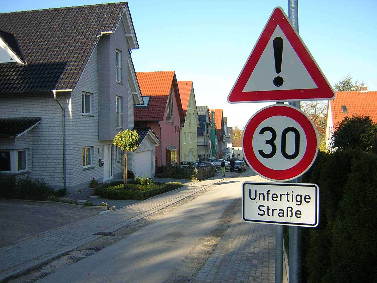 Ge-Komm GmbH_Unfertige Straße